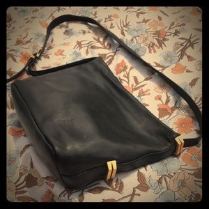 PERLINA NY VINTAGE BLACK LEATHER SHOULDER PURSE